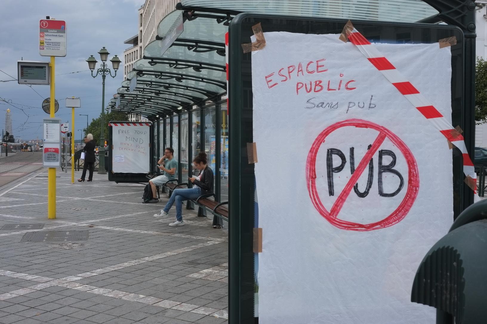 Pour le retrait des écrans vidéos dans l'espace public à Bruxelles